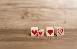 Liebesmitteilung geschrieben in Holzklötze Stockbilder