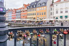 Liebesschließfachbrücke Kopenhagen-Hafen Lizenzfreie Stockbilder