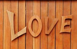Liebestext auf hölzernem Hintergrund Stockbilder