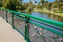 Liebesverschlüsse von Adelaide University Bridge Lizenzfreie Stockbilder