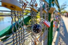 Liebesverschlüsse von Adelaide University Bridge Lizenzfreie Stockfotos