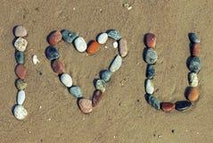 Liebeswörter geschrieben auf den Strand Lizenzfreie Stockbilder