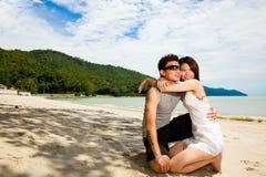 Liebevolle asiatische Paare Lizenzfreies Stockbild