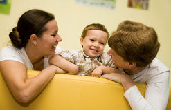 Liebevolle Familie stockfotografie