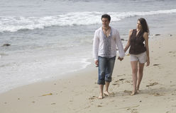Liebevolle Paare auf dem Strand Stockfoto