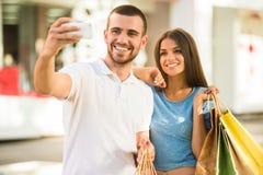 Liebevolle Paare auf einem Datum Stockfoto