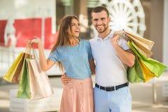 Liebevolle Paare auf einem Datum Lizenzfreies Stockfoto