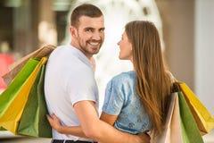 Liebevolle Paare auf einem Datum Lizenzfreie Stockbilder