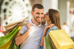 Liebevolle Paare auf einem Datum Stockfotografie