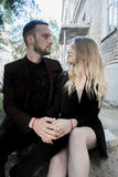 Liebevolle Paare der jungen schönen Mode Stockfotos