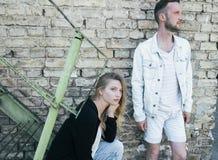 Liebevolle Paare der jungen schönen Mode Lizenzfreie Stockfotos
