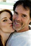 Liebevolle Paare des glücklichen Spaßes lizenzfreie stockfotos