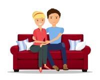 Liebevolle Paare, die auf Couch sitzen Flache Artvektorillustration Stockbild