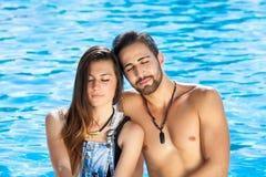 Liebevolle Paare, die einen ruhigen Moment teilen Stockfoto