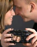 Liebevolle Paare, die Foto machen Lizenzfreies Stockbild
