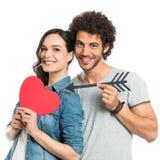 Liebevolle Paare, die Pfeil und Herz halten Stockfoto