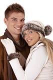 Liebevolle Paare im Winter Lizenzfreie Stockfotos