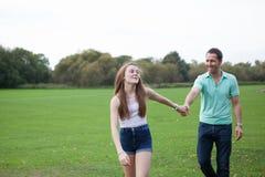 Liebevolle Tochter und Vater Stockfotografie