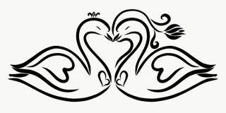 Liebevolle würdevolle Schwäne, Herzen und eine Blume Stockfoto