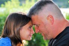 Liebevoller Vater Lizenzfreie Stockfotos