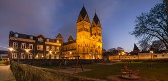 Liebfrauen kościelny andernach Germany w wieczór zdjęcia stock