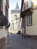 Liebfrauenstraßestraat dichtbij de Kathedraal van Trier Stock Afbeelding