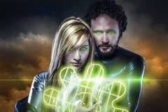 Liebhaber, Paare von Superhelden der Zukunft, grünes Schild vorbei Stockbild