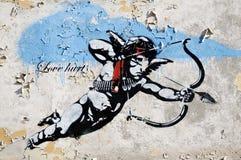 Liebhaber verletzt Straßenkunst in Berlin Stockbilder