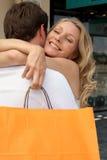 Liebkosung mit Einkaufstasche Stockfoto