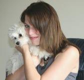 Liebt ihren Hund Lizenzfreie Stockbilder