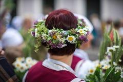 Lied- und Tanzfestival in Lettland Prozession in Riga Elemente von Verzierungen und von Blumen Lettland 100 Jahre Stockfotografie