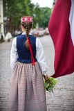 Lied- und Tanzfestival in Lettland Prozession in Riga Elemente von Verzierungen und von Blumen Lettland 100 Jahre Lizenzfreie Stockfotografie