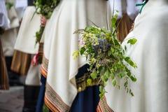 Lied- und Tanzfestival in Lettland Prozession in Riga Elemente von Verzierungen und von Blumen Lettland 100 Jahre Lizenzfreie Stockbilder