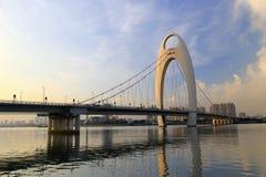 Liedebrug, één enkele toren, dubbel kabelvliegtuig zelf - verankerde hangbrug in guangzhou China Stock Afbeelding