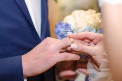 Liefde en huwelijk De ceremonie van het huwelijk stock afbeeldingen