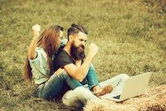 Liefde en Romaans, technologie en mobiel apparaat, zaken en onderwijs stock afbeeldingen