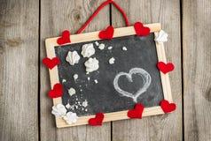 Liefde en Valentine Day-decoratie met harten en kader Stock Foto