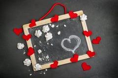Liefde en Valentine Day-decoratie met harten en kader Stock Afbeeldingen