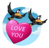 Liefde u Het vliegen van grappige kraaien draagt een groot hart Stock Afbeeldingen