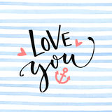 Liefde u tekst met anker en harten op de blauwe textuur van waterverfstrepen Het ontwerp van de de Dagkaart van Valentine ` s Stock Foto's