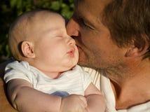 Liefde van vader en baby Royalty-vrije Stock Afbeeldingen