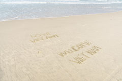 Liefde Vietnam Welkom die Vietnam in zand wordt geschreven Royalty-vrije Stock Foto's