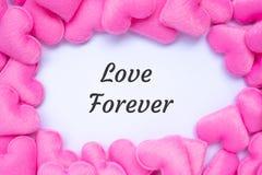 LIEFDE VOOR ALTIJD woord met roze de decoratieachtergrond van de hartvorm Liefde, Huwelijk, Romantische en Gelukkige de dagvakant stock afbeeldingen