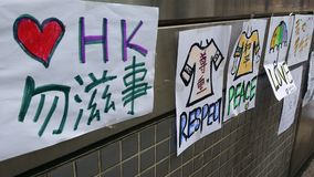 Liefde & vredes de berichten op MTR-post in Nathan-weg bezetten de Revolutie van de de protestenparaplu van Hong Kong van Mong Ko Stock Foto's