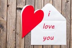 Liefdebrief op een houten achtergrond Stock Afbeelding