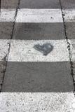 Liefdehart op de straat Stock Afbeeldingen