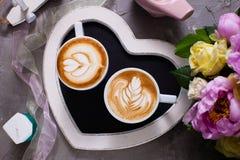 Liefdepaar van cappuccino Royalty-vrije Stock Afbeeldingen