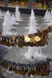 Liefdesloten in het park Australië van Perth Stock Foto's