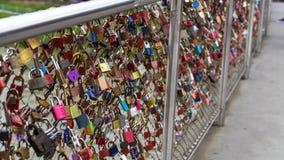 Liefdesloten op Makartsteg-brug over de Salzach-Rivier in Salzburg, Oostenrijk Stock Afbeelding