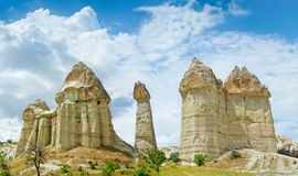 Liefdevallei in Cappadocia, Anatolië, Turkije Vulkanische bergen royalty-vrije stock foto